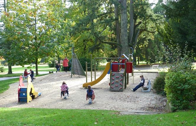 Aires de jeux pour enfants 1 - Bagnoles-de-l'Orne
