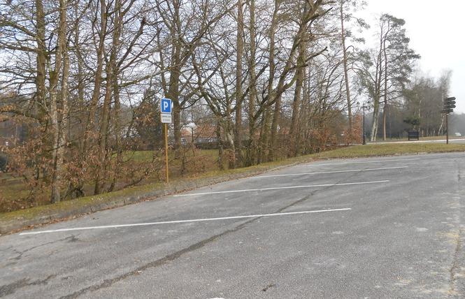 Stationnement Camping-Cars (Paul Lemuet) 2 - Bagnoles-de-l'Orne