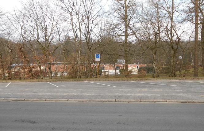 Stationnement Camping-Cars (Paul Lemuet) 1 - Bagnoles-de-l'Orne